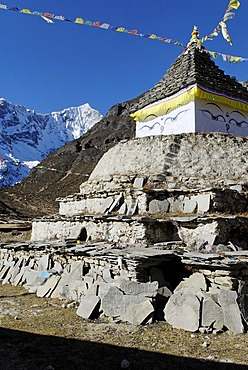 Historic stupa at Thame, Bhote Koshi valley, Khumbu Himal, Sagarmatha National Park, Nepal