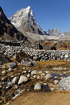 Lobuche Khola valley with Arakamtse (6423), Khumbu Himal, Sagarmatha National Park, Nepal