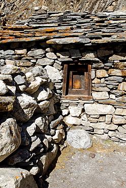 Old Sherpa house at Thangnak (4700), Sagarmatha National Park, Khumbu Himal, Nepal
