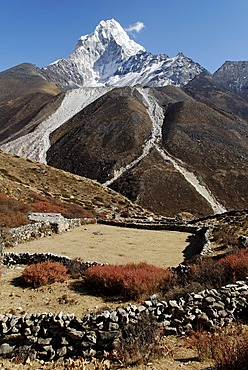 View of Ama Dablam (6856), Khumbu Himal, Sagarmatha National Park, Nepal
