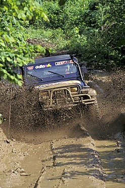 Offroad vehicle in mud