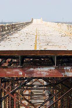 USA, Florida Keys, schlechte Strasse auf der Bahia Honda Bridge