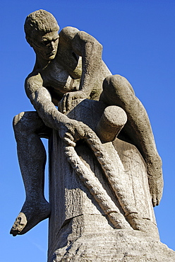 "Sculpture ""Tauzieher"" (rope puller) by Nikolaus Friedrich, Cologne, North Rhine-Westphalia, Germany"