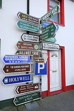 Signposts at a house in Kinvarra , Galway , Connacht , Ireland , Europe