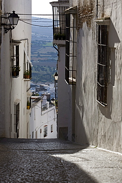 Narrow alley in Arcos de la Frontera, Andalusia, Spain, Europe