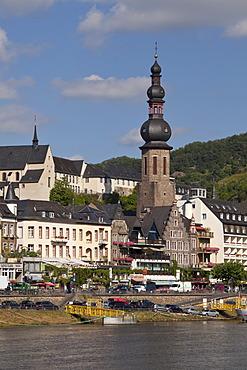 Moselle river and Catholic parish church of St. Martin, Cochem, Moselle, Rhineland-Palatinate, Germany, Europe, PublicGround