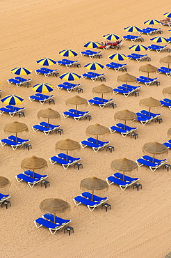 Sunloungers and sunshades, Albufeira, Praia Dos Pescadores, Algarve, Portugal, Europe