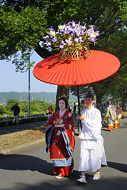 Aoi Festival, procession from Shimogamo Shrine to Kamigamo Shrine, sunshade bearer with a court lady of Saio dai wearing traditional costumes from the Heian period, Kyoto, Japan, Asia