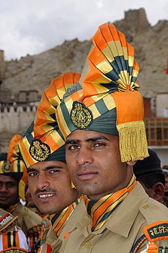 Indian soldiers wearing turbans, Leh, Ladakh, North India, Himalayas, Asia