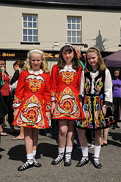 Children in traditional costume with Neo-Celtic motives for an event with Irish dancing at the town fair, Birr, Offaly, Midlands, Republic of Ireland, Europe
