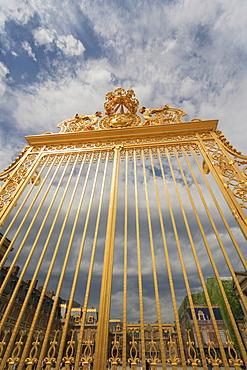 Gate, Chateau de Versailles, The Palace of Versailles, Versailles, Yvelines, Ile de France, France, Europe