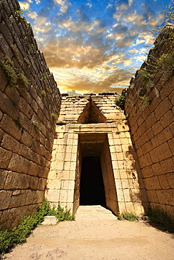 "Entrance to the Treasury of Atreus, an impressive ""tholos"", beehive shaped tomb, on Panagitsa Hill at Mycenae UNESCO World Heritage Archaeological Site, Peloponnese, Greece, Europe"