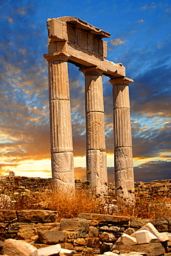 Doric columns of the Temple of Poseidon, the ruins of the Greek city of Delos, the birthplace of the twin gods Apollo and Artemis, Cyclades Islands, Greece, Europe