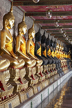 Wall with row of Buddha statues in meditation posture, on decorated pedestals, Phra Rabieng Kot, Wat Suhtat, Royal Temple, Phra Nakhon, Bangkok, Thailand, Asia
