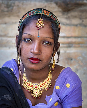 Young woman, portrait, Pushkar, Rajasthan, India, Asia