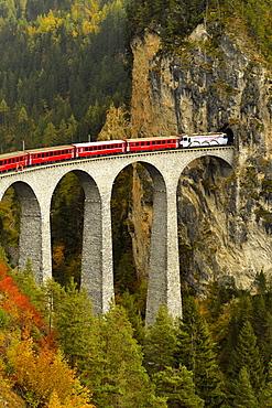 Rhaetian Railway, Albula Railway, Landwasser Viaduct, Filisur, Graubünden Canton, Switzerland, Europe