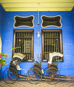 Old rickshaws on the blue wall, Cheong Fatt Tze Mansion, blue villa, Leith Street in George Town, Penang, Malaysia, Asia