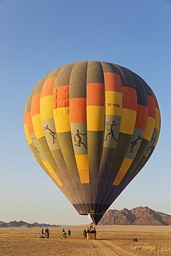 Passengers aboard the hot air ballon, ready to take-off, shortly after sunrise, Namib Desert, Kulala Wilderness Reserve, Namibia, Africa