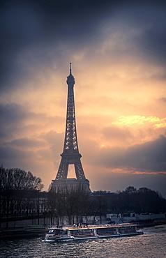 Eiffel tower at sunset, Paris, Ile De France, France, Europe