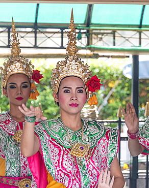 Traditional Thai dancers, Sukhothai Dance, Bangkok, Thailand, Asia