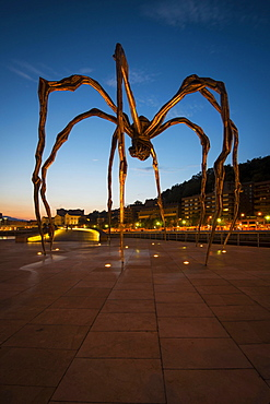 Spider sculpture Maman by Louise Bourgeois, in front of the Guggenheim Museum Bilbao, Bilbao, Basque Country, Biscay Province, Spain, Europe
