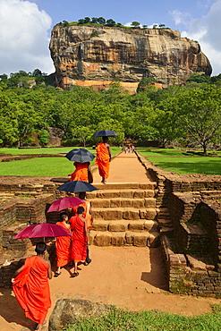 Buddhist monks on their way to the Lion Rock, Sigiriya, UNESCO World Heritage Site, Sigiriya, Central Province, Sri Lanka, Asia