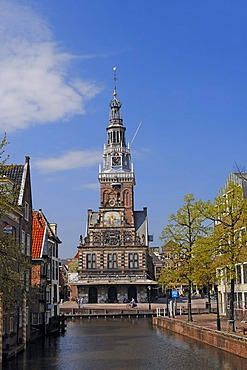 Canal and the Cheese Museum, De Waag, former Weigh House, Alkmaar, North Holland, Holland, Netherlands, Europe
