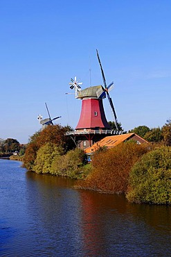 Windmills, Dutch gallery type, twin mills, Greetsiel, East Frisia, Lower Saxony, Germany, Europe