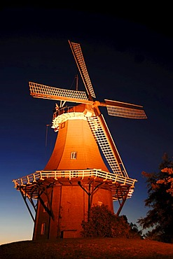 Windmill at night, Dutch gallery type, one of the twin mills of Greetsiel, East Frisia, Lower Saxony, Germany, Europe