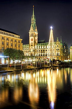 Town Hall with Christmas market and Kleine Alster canal during the pre-Christmas season, Hamburg, Germany, Europe