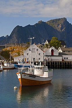 A boat in the Norwegian sea, mountains at back, Hamnoy, island of Moskenesoy, Moskenesoy, Lofoten archipelago, Nordland, Norway, Europe