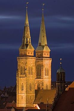 Sebalduskirche, St. Sebaldus Church, at dusk, Nuremberg, Middle Franconia, Bavaria, Germany, Europe