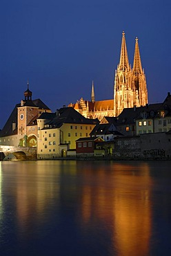 The floodlit towers of the cathedral as seen across the Danube river, at dusk, Regensburg, Upper Palatinate, Bavaria, Germany, Europe