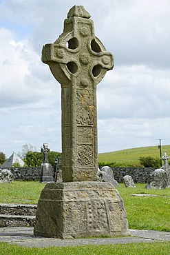 South Cross, former monastery, Clonmacnoise, County Offaly, Ireland, Europe