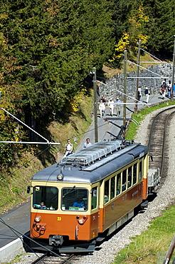 Carriage of the Muerrenbahn mountain railway between Lauterbrunnen and Muerren, Bernese Oberland, Switzerland, Europe