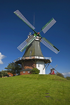 Twin windmills of Greetsiel, Dutch gallery windmill, western windmill at front, tea rooms, Krummhoern, landmark of Greetsiel, Lower Saxony, East Frisia, Germany, Europe