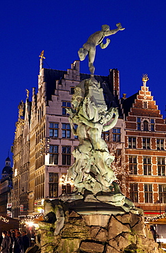 Brabo fountain, guild houses and gabled houses in the back, ornate facades, golden figures on the pointed gables, Grote Markt, historic centre of Antwerp, Flanders, Belgium, Europe
