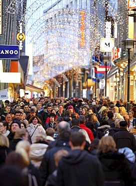 Limbecker Strasse, street, pedestrian shopping street at Christmas time, city centre of Essen, North Rhine-Westphalia, Germany, Europe