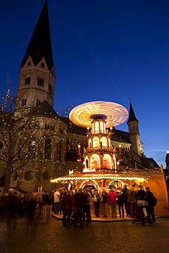 Christmas market at Muensterplatz square at dusk, Bonn, Rhineland, North Rhine-Westphalia, Germany, Europe