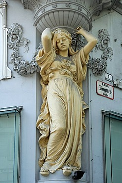 Large Caryatid under a bay window of an Art Deco house, c. 1900, Bognergasse 1, Vienna, Austria, Europe