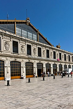 Main facade of the 19th century Gare Saint Charles train station, Marseille or Marseilles, Provence-Alpes-Cote díAzur, France, Europe