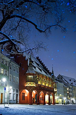 Snow-covered Muensterplatz square, Freiburg im Breisgau, Black Forest, Baden-Wuerttemberg, Germany, Europe