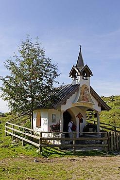 Chapel, Ritzau Alm alp, Zahmer Kaiser mountain ridge, Kaisergebirge mountain range, Tyrol, Austria, Europe