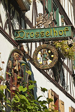 Drosselhof wine bar in the Drosselgasse, Rudesheim, Rheingau, Hesse, Germany, Europe