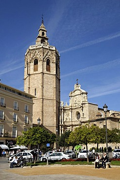 Bell tower of Miguelete and Puerta de los Hierros, Cathedral, Valencia, Spain, Europe