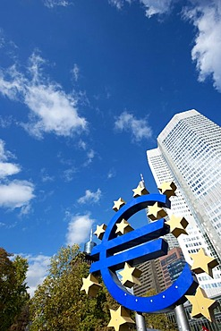 Euro sign in front of the European Central Bank, ECB, on Willy-Brandt-Platz square, Frankfurt am Main, Hesse, Germany, Europe