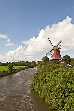 Zwillingsmuehle wind mill in the fishing village of Greetsiel, Krummhoern area, East Frisia, Lower Saxony, Germany, Europe