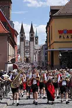 Parade in traditional costume during the Kiliani Festival, Domstrasse, Wuerzburg, Lower Franconia, Franconia, Bavaria, Germany, Europe, PublicGround