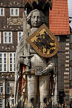 Roland statue with a shield bearing the double-headed eagle crest of the empire, 1404, Market Square, Bremen, Germany, Europe