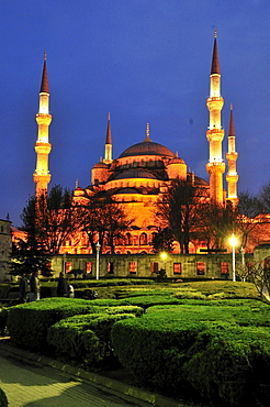 Sultan Ahmed Mosque or Blue Mosque in the last light of the day, Istanbul, Turkey, Europe